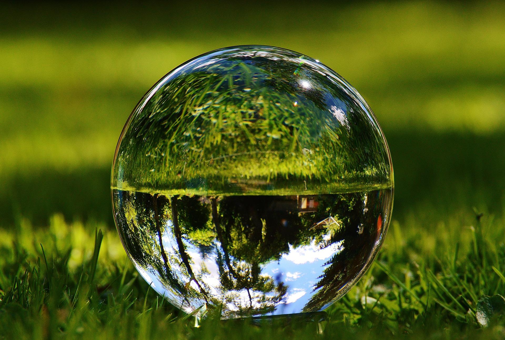 glass-ball-1480305_1920